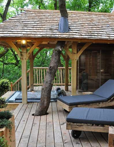 la cabane insolite spa puybeton avec son jacuzzi dans les arbres. Black Bedroom Furniture Sets. Home Design Ideas