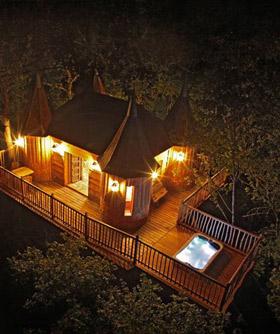 nuits insolite et nature avec jacuzzi guide haut de gamme pour chambres hors du commun avec. Black Bedroom Furniture Sets. Home Design Ideas